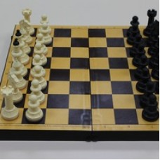 Шахматы обиходные с шахматной доской пластик 30х30 см