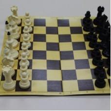 Шахматы турнирные пластик с доской из микрогофры 40/40 см